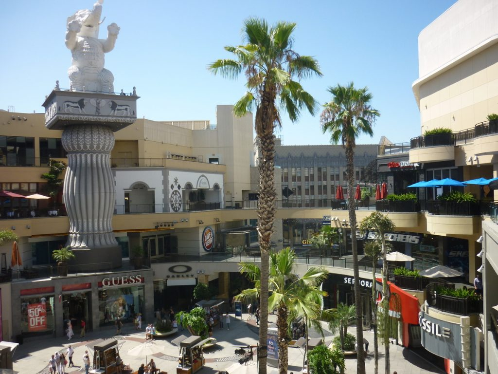 shopping hollywood boulevard